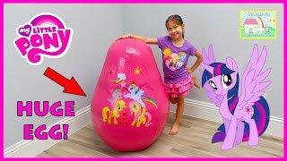 Video New My Little Pony Toys Giant Egg Surprise Opening & Big Castle, Bubbles & Colors Chalk Kids Video MP3, 3GP, MP4, WEBM, AVI, FLV Desember 2017