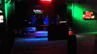 Selvia Trio Centuri show Time Sipas kafe