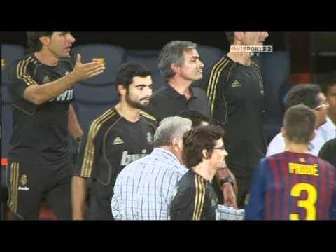 Mourinho twists Vilanova's ear (видео)