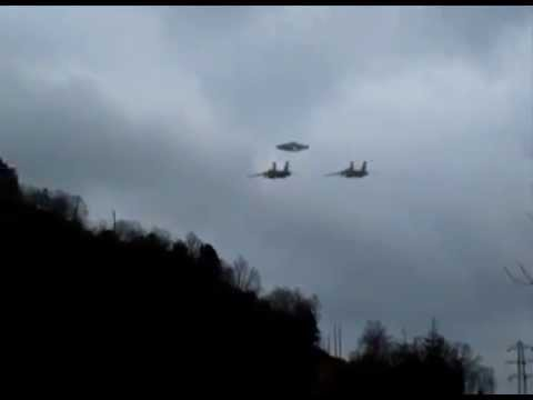 incredibile video - ufo scortato da air force fighters militari