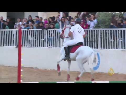 العرب اليوم - شاهد: بعقلين جنوب لبنان تستضيف عروضًا للخيول العربية