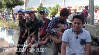 Nyawer pengamen jalanan 70 ribu! Lagu Akad + Korban Janji di CFD Ponorogo