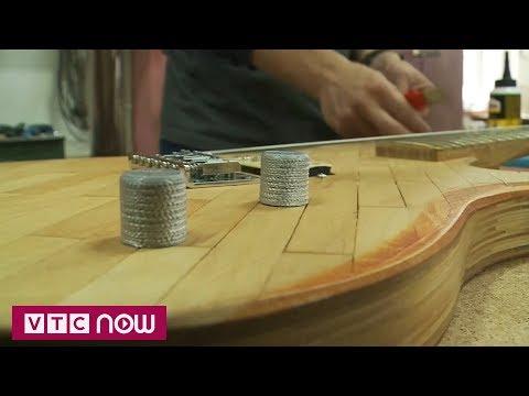 Đàn guitar từ 1.300 miếng gỗ đè lưỡi y tế | VTC1 - Thời lượng: 62 giây.
