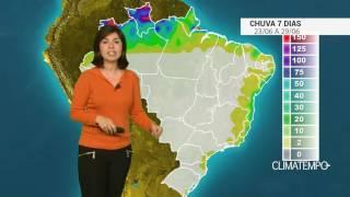 O centro da intensa massa polar que provocou geada no Sul e em Mato Grosso do Sul já está no oceano e o risco do fenômeno ocorrer diminui. Confira o acumulad...