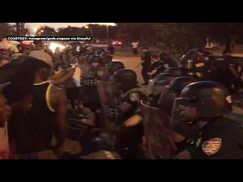 ΗΠΑ: Ένταση και επεισόδια στο Μπατόν Ρουζ σε διαδήλωση κατά των φυλετικών διακρίσεων
