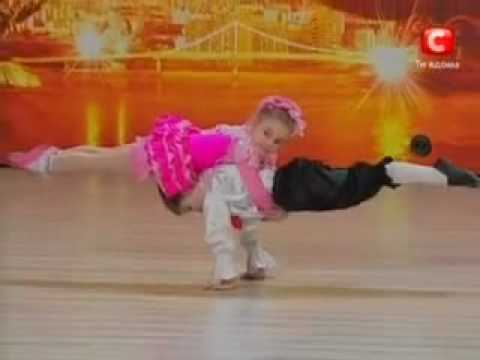 dans - Two kids who are only 5 years take part in a reality show in ukraine shows their amzing skill in dancing... You must see this... otherwise you are missing on...