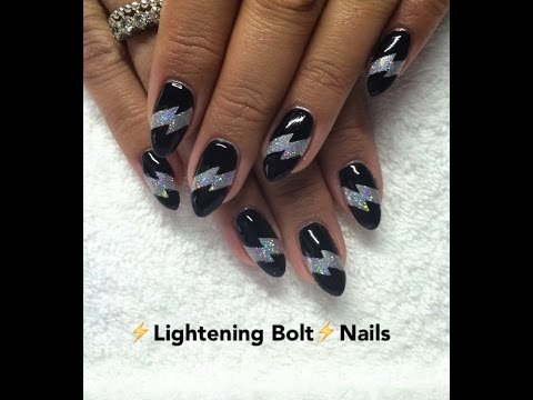 nail art con fulmine brillante