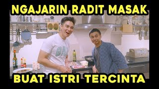 Video Raditya Dika diajarin Masak Steak Terenak di DUNIA !!! MP3, 3GP, MP4, WEBM, AVI, FLV Juli 2019