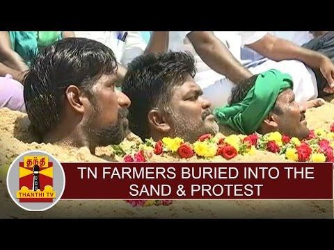 TN-Farmers-buried-into-the-sand-protest-condemning-KA-Govt-over-release-of-water