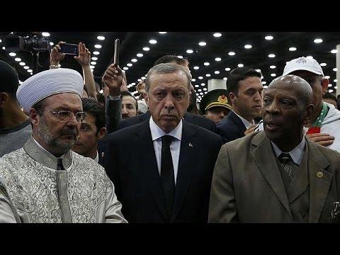 Ρετζέπ Ταγίπ Ερντογάν: Αποχώρησε ενοχλημένος πριν την κηδεία του Μοχάμεντ Άλι