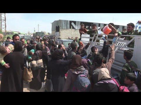 العرب اليوم - شاهد: نزوح جماعي من الغوطة الشرقية والنزاع السوري يدخل عامه الثامن