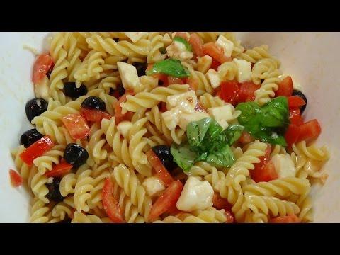 pasta fredda con pomodorini, olive nere e mozzarella - ricetta