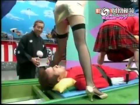 日本竟然有這樣的節目?!看女生裙下風光猜句子的遊戲!