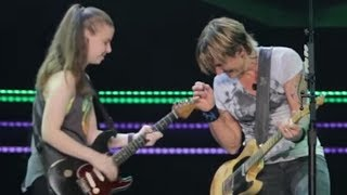 Video Keith Urban Pulls 19-Year-Old Girl Out of the Crowd to Play Guitar MP3, 3GP, MP4, WEBM, AVI, FLV November 2018