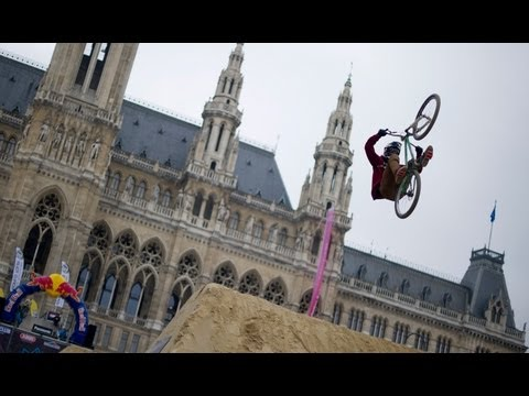 Dirt Jump Contest in Austria - Vienna Air King 2013 (видео)