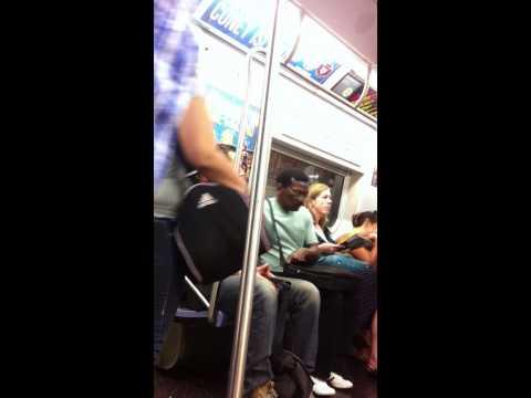 巨星基努李維在電車上所做的事看完你會更佩服他!