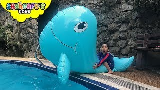 Video Toddler caught a GIANT WHALE and SWORDFISH | Skyheart attack swimming shark toys kids MP3, 3GP, MP4, WEBM, AVI, FLV Maret 2018