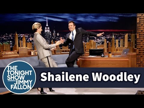 jimmy - Jimmy talks to Shailene Woodley about her movie White Bird in a Blizzard, and she shows off the '80s dance moves she learned for the role. Subscribe NOW to T...