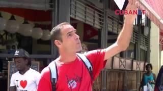 Activista opositor lanza proclamas en la calle Obispo