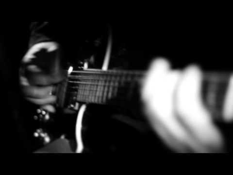 DRUKNROLL-Below