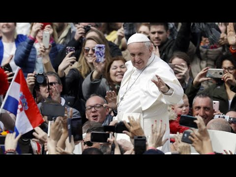 Papst Franziskus spendet den österlichen Segen