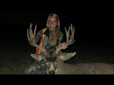 Southern Utah Rifle Mule Deer Hunt - Heather Farrar - MossBack