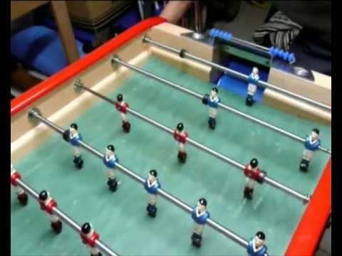 Baby foot - Série de techniques effectuées sur un baby foot bonzini b90 comprenant des buts, des feintes, des bandes, un magnifiques lob et surtout un cendrier. C'est un...
