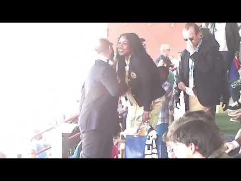 Lady Essien arriva allo stadio per la gara con il Tuttocuoio