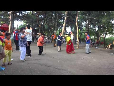 China: Ethnic Koreans Singing & Dancing  in Yanji, Jilin Province 吉林省延吉:朝鮮族のカラオケ (видео)