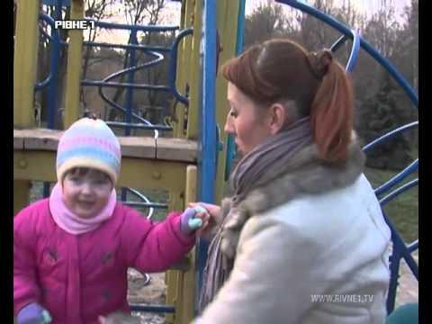 Шахрайка обкрадала дітей на дитячих майданчиках Рівного [ВІДЕО]