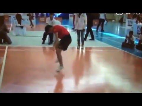 小學生在跳繩比賽中「1秒跳7.3下」打破世界紀錄,嚇得裁判要慢動作重播8次才看清楚!