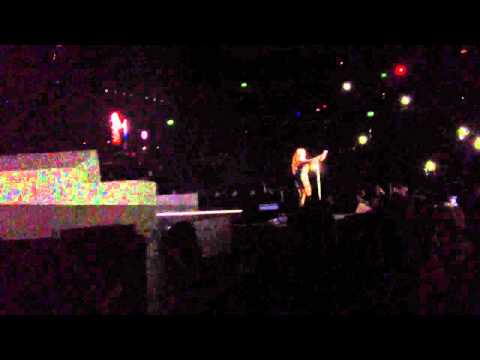 Mariah Carey - Sydney 2013 - Can't Let Go/Love Takes Time
