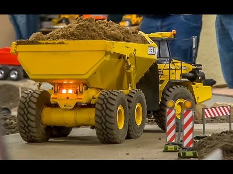 RC dump truck action at the construction site! Bell & Cat dumper at work!