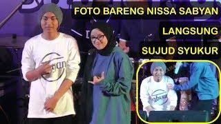 Video Bisa Foto Bareng Nissa Sabyan Pemuda Ini Sujud Syukur - Konser Sabyan Gambus di Kebumen (Terbaru) MP3, 3GP, MP4, WEBM, AVI, FLV April 2019