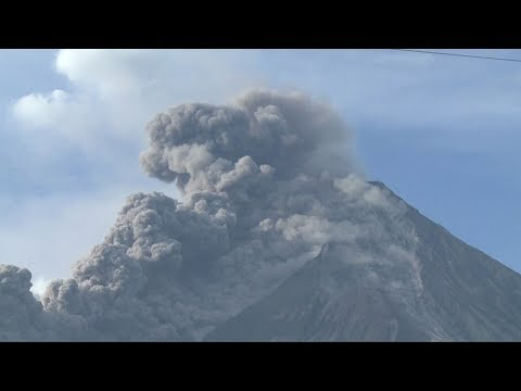 Residents evacuated following new eruption from Philippines' Mayon volcano