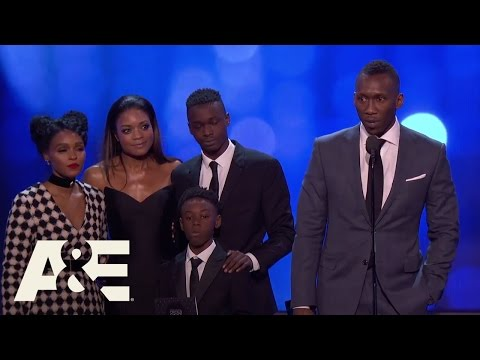 """The Cast of """"Moonlight"""" Wins Best Acting Ensemble 
