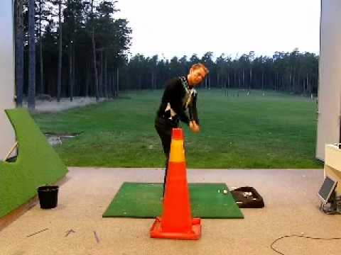 Golf Tip – Improve your swing path