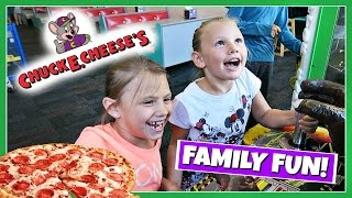 FAMILY FUN PLAYING AT CHUCK E CHEESE!