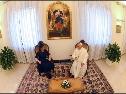 """DE - 20 de septiembre de 2014, Ciudad del Vaticano: La presidenta Cristina Fernández de Kirchner destacó """"la calidez de siempre"""" que volvió a manifestarle el Papa, y precisó que en el encuentro..."""