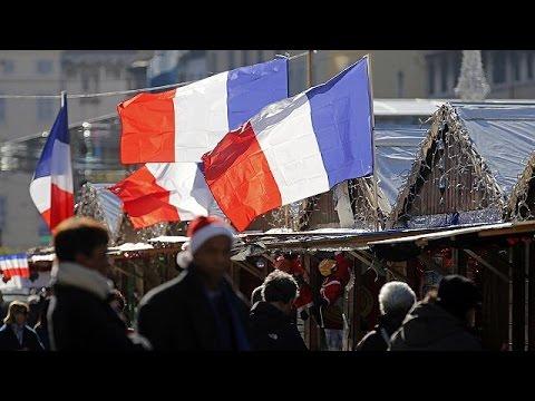 Ημέρα μνήμης για τα θύματα της τρομοκρατίας, στα χρώματα της γαλλικής σημαίας