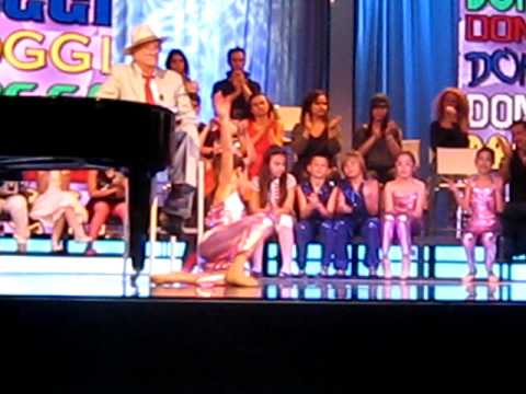 ballo in tv - Valeria Doddo improvvisa in Tv sotto con la supervisione di Teddy Reno. Padova 29 maggio 2010.