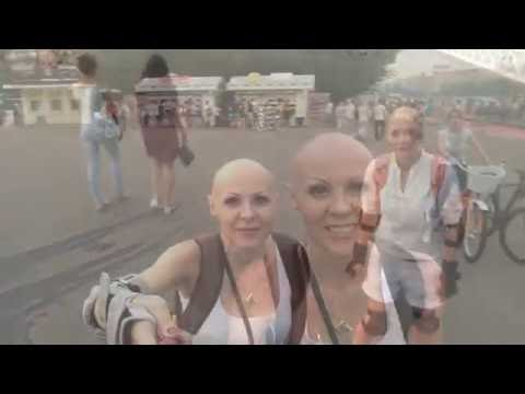 Baldies in the city. Enjoying hot summer in the beautiful city Moscow (видео)