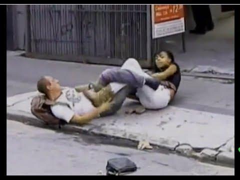 لن تصدق ماذا فعلت هذه الفتاة عندما تحرش بها احد الشباب