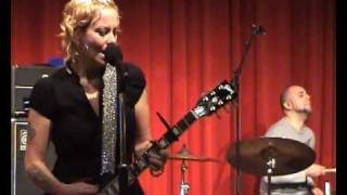 Download Lagu Agua De Annique - Beautiful One (live 24th of October 2009, Amsterdam) Mp3
