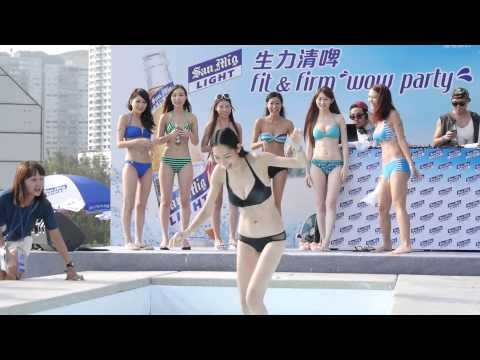 hot sexy asian girl in summer bikini water competition (видео)