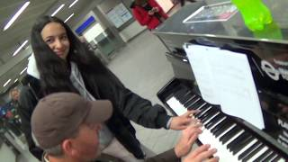 Video UPS Guy Teaches Classical Girl To Boogie Woogie MP3, 3GP, MP4, WEBM, AVI, FLV Juli 2019