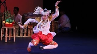 Video Highlights from Shwe Man Thabin Troupe of Myanmar download in MP3, 3GP, MP4, WEBM, AVI, FLV January 2017