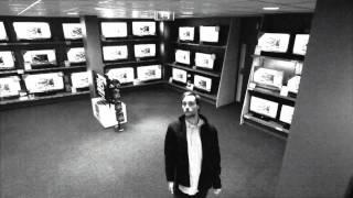 Złodziej wyniósł ze sklepu 40 calowy telewizor i nikt nie zauważył!