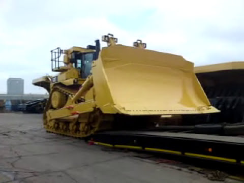 CAT D11T - Loading a 104 ton CAT bulldozer.