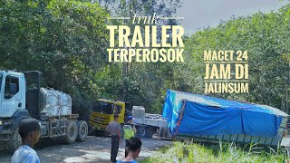 Video MENEGANGKAN!!! Detik - detik evakuasi truk trailer terperosok di jalan lintas tengah penyabungan MP3, 3GP, MP4, WEBM, AVI, FLV Agustus 2018